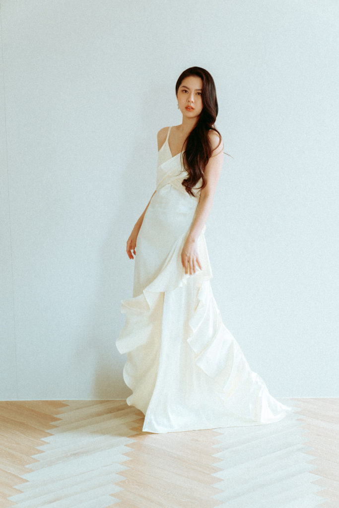白色荷葉裙擺禮服